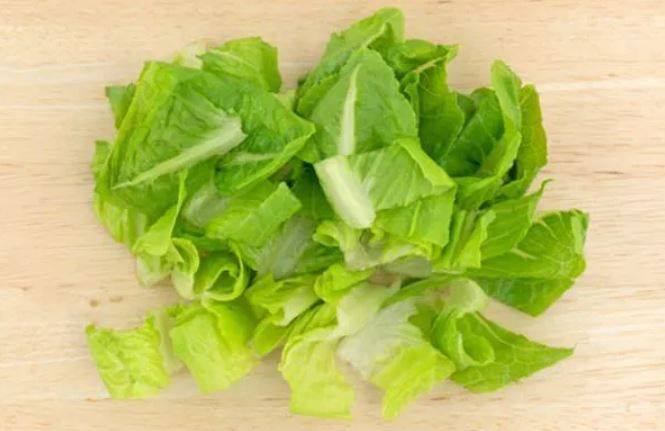 <I>E. coli</i> Outbreak Linked With Romaine Lettuce Claims a Life as It Expands to Include Half the US