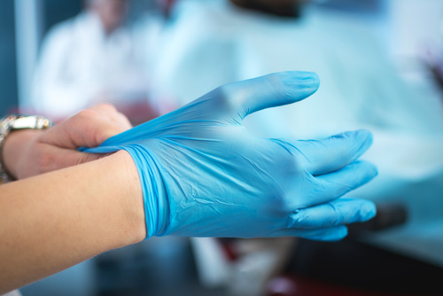 Certified Nursing Assistants in LTC Facilities Failing to Change Gloves